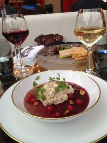 Royale de foie gras, gelée de porto rouge, mousse et éclats de noisettes, groseilles_lamodecnous.com-la-mode-c-nous_livelamodecnous.com_live-la-mode-c-nous_lmcn_livelamodecnous